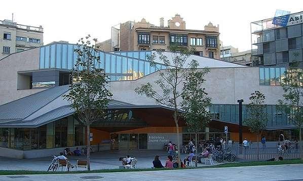 Pisos en venta en Gracia Barcelona imagen biblioteca de Gracia