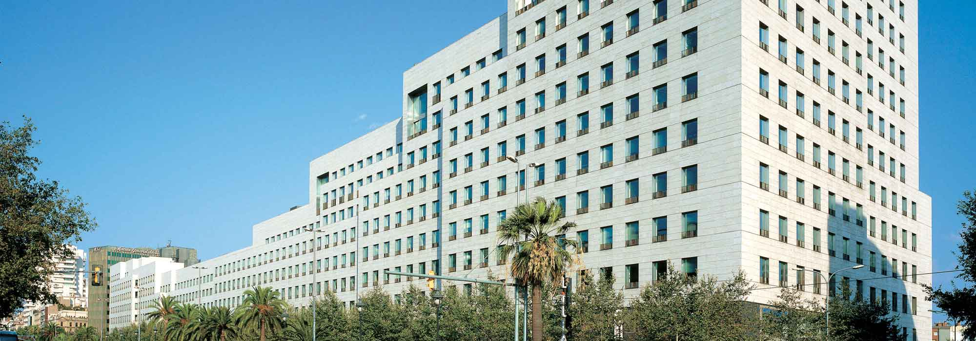 Pisos-nuevos-Barcelona-Gracia-comercial-Illa-Diagonal