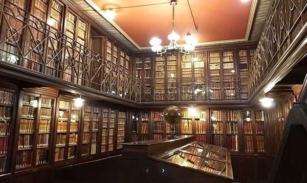 Pisos-obra-nueva-Gracia-Barcelona-biblioteca-publica-arus-min